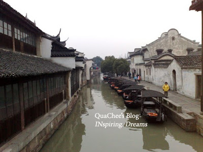 wuzhen river boat