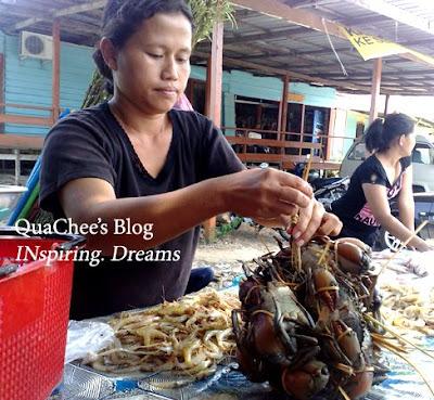 kuching kampung buntal seafood