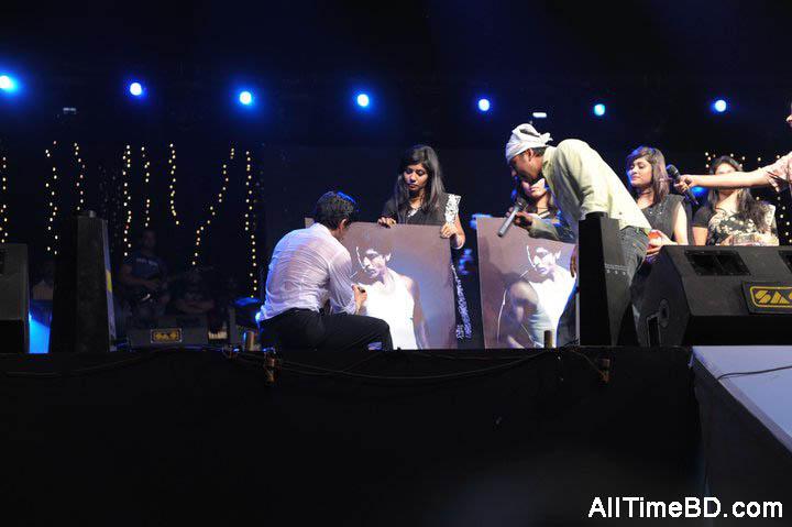 sophia hyatt khan_08. Shahrukh Khan Live in Dhaka