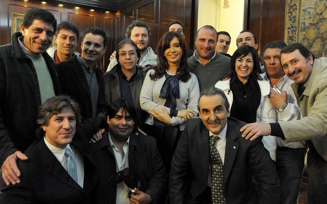 http://2.bp.blogspot.com/_yDxTw4hZsW8/TBbx1mH3u4I/AAAAAAAAP5w/20be6byD-ac/s1138/CFK+y+empresas+de+diarios.jpg