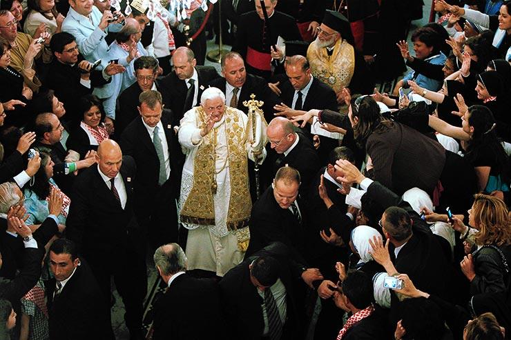 El Papa usando poimantik rhabdos(Baculo Pastoral Griego) en Catedral Greco-Melquita