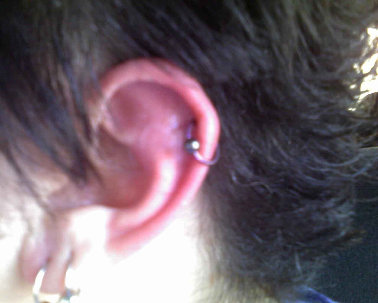 [earring]