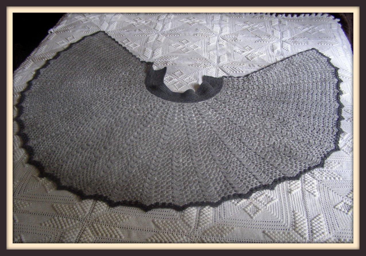 A punto de red: Toca a crochet en gris para la abuela