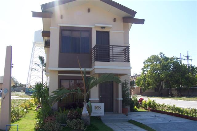 House and lot for sale laguna for Pictures of two story houses in the philippines