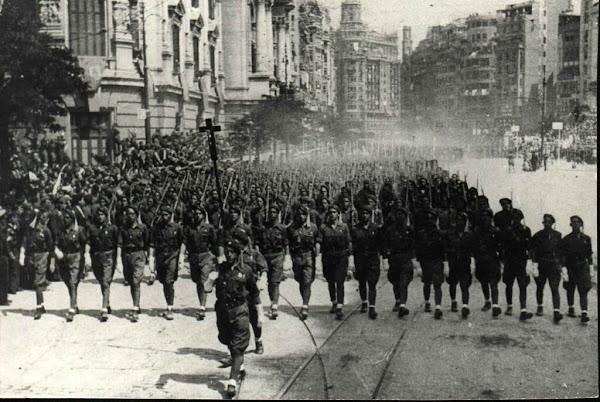 Entrada Triunfal en Valencia (Plaza del Ayuntamiento) con el Tercio El Alcázar el 3 de Mayo de 1939