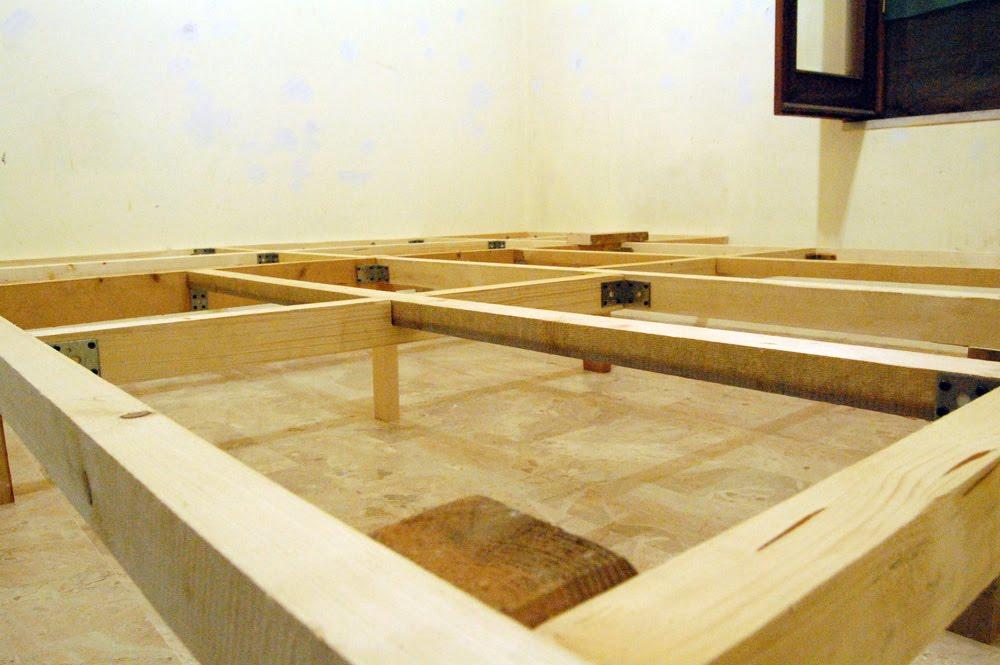 Camera da letto un passo in dietro topi in soffitta - Costruire letto a soppalco ...