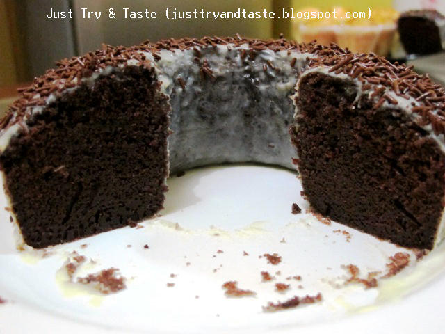 Cake Coklat Kukus (Steamed Moist Chocolate Cake)