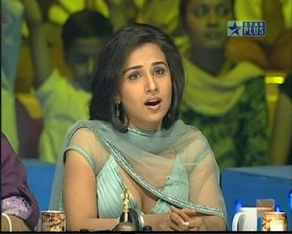 Hot Girl Vidya Balan Showing Her Cleavages