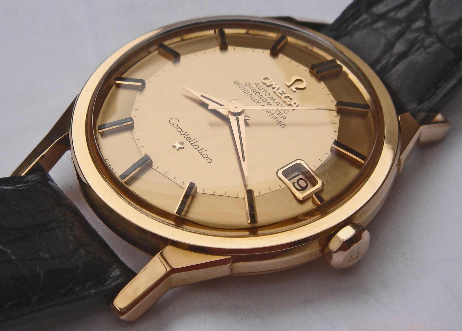 Omega constellation collectors omega constellation star of the month for Omega watch constellation