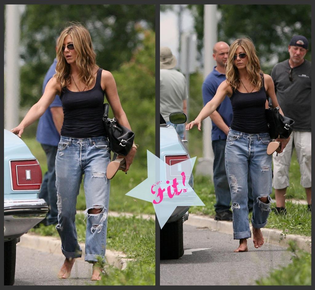 http://2.bp.blogspot.com/_yPhY-QOvy1Y/TR0Mk2OHToI/AAAAAAAAAko/MNf-sX7ewyk/s1600/Aniston_Boyfriend_Jeans_II.jpg
