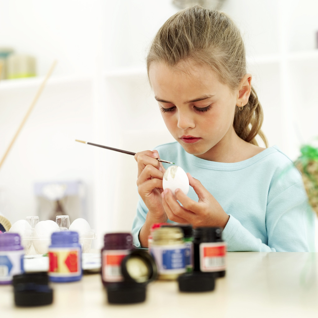 Kids Making Arts And Crafts