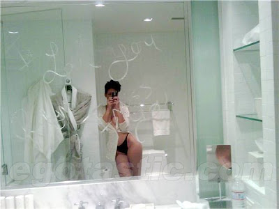 Rihanna topless, Nude,naked In bathroom!