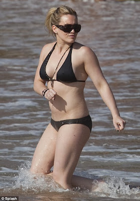 Hilary Duff Cools Off In Sexy Bikini In Hawaiian Sea
