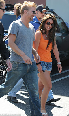 Britney went shopping with rumored fiancé Jason Trawick