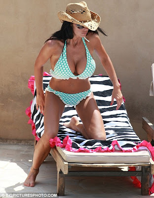 Katie Price Soaks Up The Sun In Hot Bikini In LA