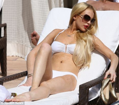 Lindsay Lohan Sizzles In Sexy ,hot White Bikini