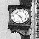 L'orologio della Stazione di Bologna fermo alle 10.25 è un esempio di falsa memoria collettiva