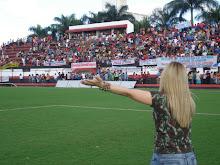 Valéria Rodrigues Cantando No Estádio Oswaldo Accioly em GOIÂNIA-GO