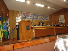 VALÉRIA RODRIGUES CANTANDO NA CÂMARA LEGISLATIVA DE GOIÂNIA-GO