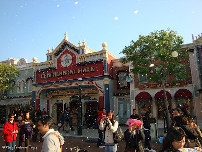 Disneyland Snowing Photo 9