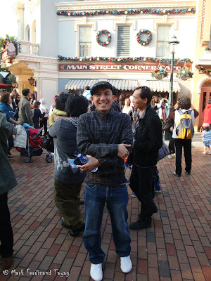 Disneyland Snowing Photo 3