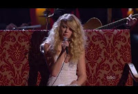More Pictures of 2008 AMA Performance Taylor Swift