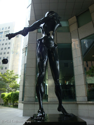 Salvador Dali Statue in Singapore Photo 3