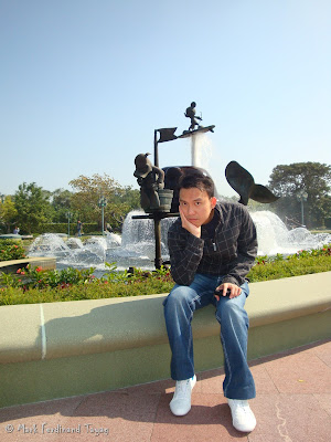 Hong Kong Disneyland Entrance Photo 9