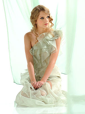 Taylor Swift CoverGirl Ad Photo 1