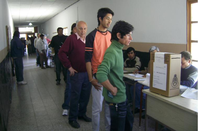 El interior existe elecciones municipales quimil 2010 for Interior elecciones