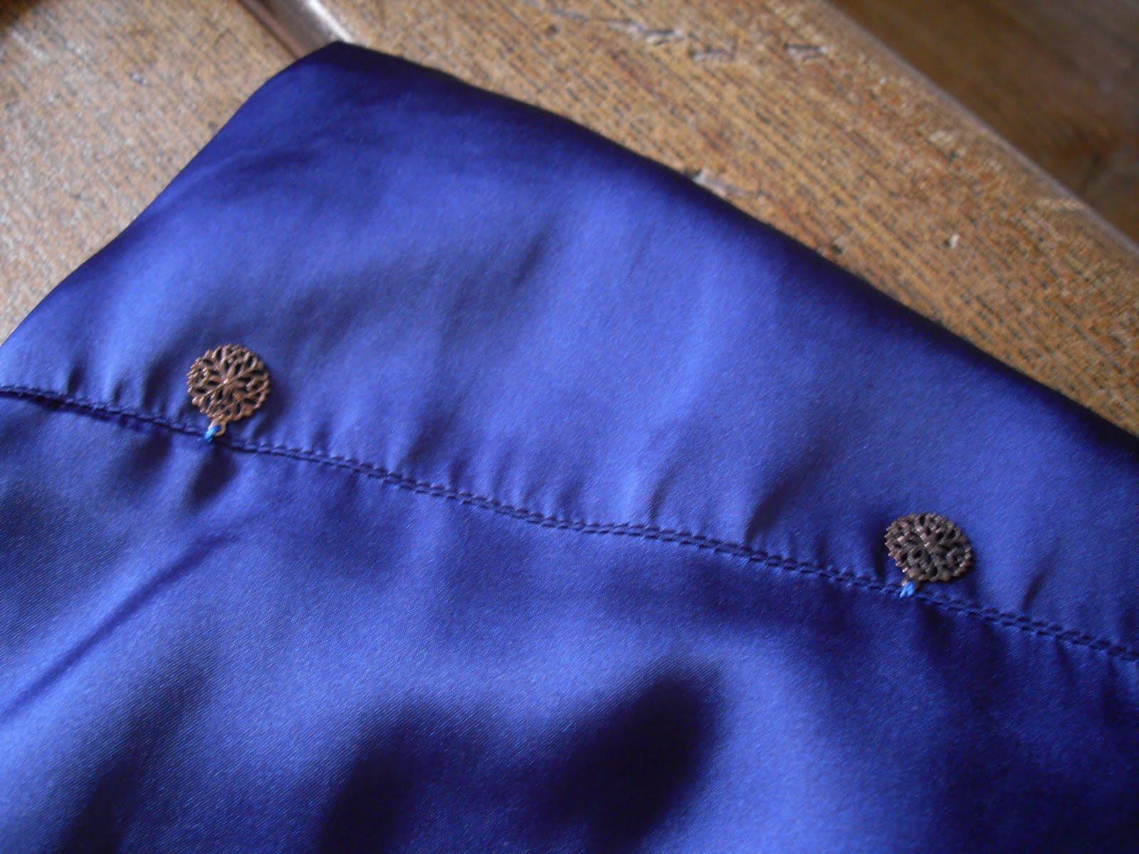le blog de by pimprenelle breloques et strass touche personnelle sur une robe qui en aura fait. Black Bedroom Furniture Sets. Home Design Ideas