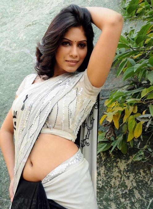tamil sexy actress in saree: Teasing malishka's navel show