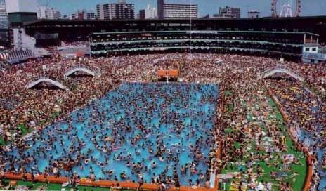 [piscina%20a%20tope%20en%20japon.bmp]