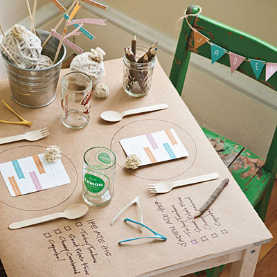 Modern craft paper kids table for Thanksgiving