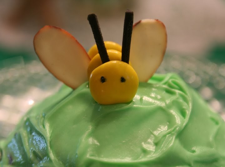 how to make bee cupcakes