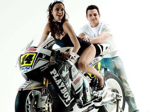 Conejita playboy, play boy, chica playboy en moto