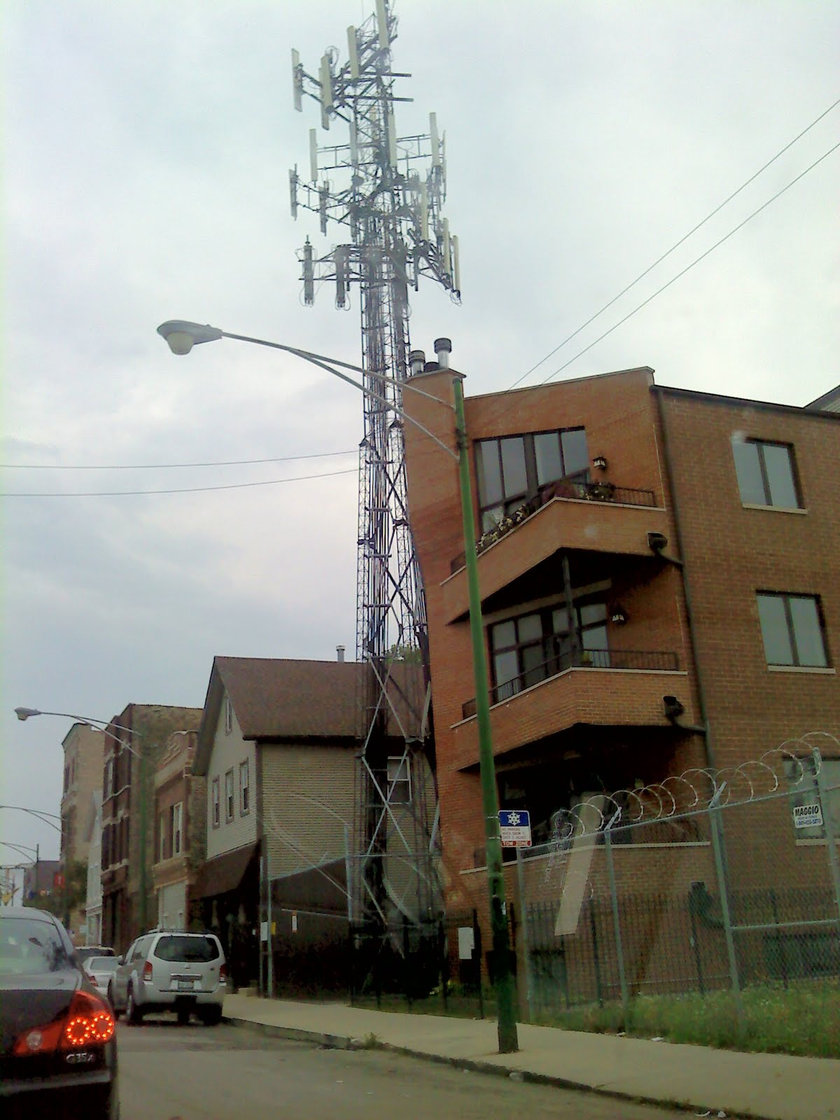http://2.bp.blogspot.com/_yet7je3te0c/TGlqReWxxRI/AAAAAAAAAtY/M_dMnW6vCUI/s1600/Building+with+Cell+Tower+3.jpg