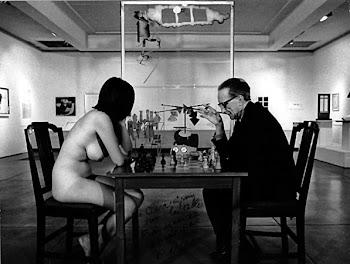, Marcel Duchamp con Eve Babitz jugando ajedrez