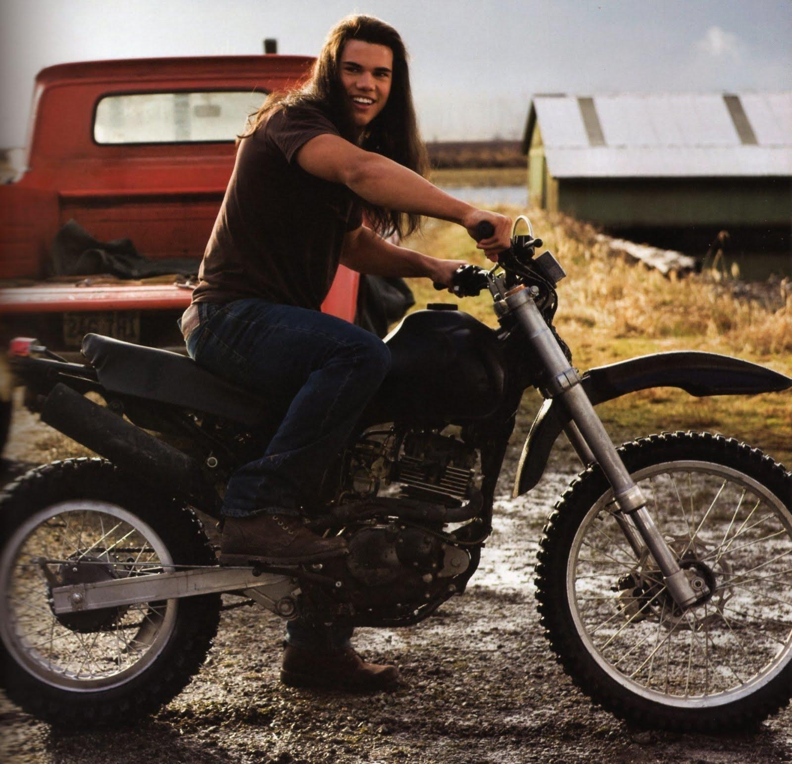 http://2.bp.blogspot.com/_yhfIMNFyTzg/TC3mry1HR8I/AAAAAAAACGQ/hoy6HlgnVfw/s1600/8-jacob-motorcycle.jpg