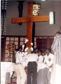 The Jubilee Cross of Pope John Paul being  mounted