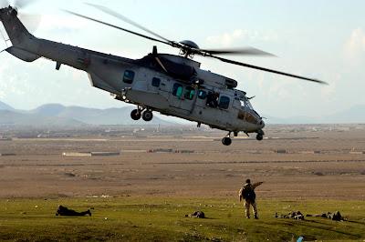 les hélicoptères,une grosse épine dans le pied 15mars070315-F-3961R-869