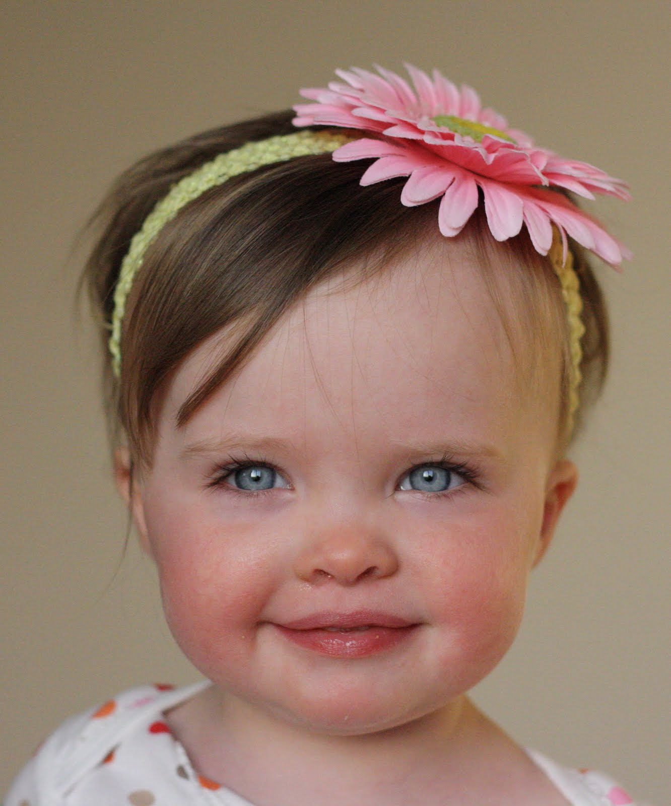 baby pictures: cute baby girl with flower on hairs wallpaper