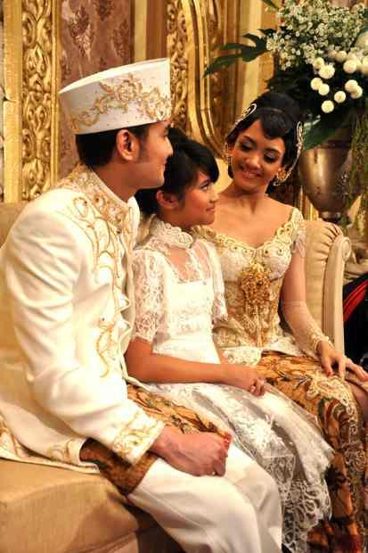 Wedding Dress Gaun Pengantin Ririn Dwi Aryani Wedding Dress Gaun Pengantin Ririn Dwi Aryani