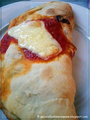 http://www.pecorelladimarzapane.com/2010/07/calzone-e-pizza-con-il-cornicione.html