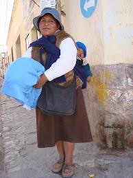 Andean mujer y bebe