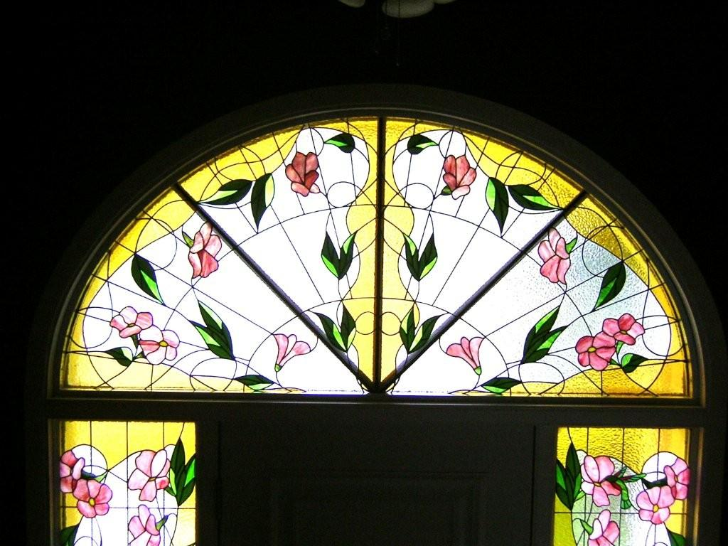 merveilleux Une fenêtre au-dessus du0027une porte du0027entrée