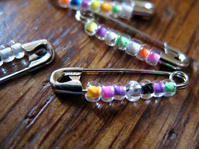 Safety pin bracelet crafts by amanda for Safety pin and bead crafts