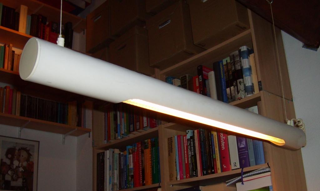 Tl lamp boven bureau u de wereld van hendrik jan