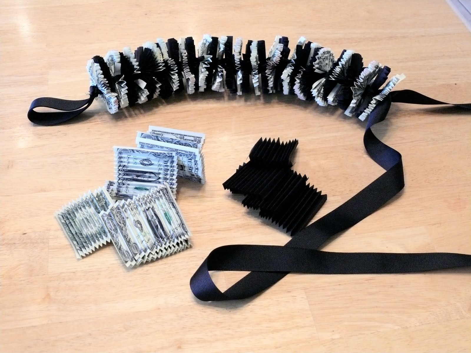 how to make a money lei - YouTube