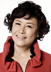 Park Won Sook as Eun Chan's mom